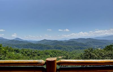 Photo for LEAVE THE WORLD BEHIND & BEGIN YOUR MAJESTIC ESCAPE IN THE SMOKIES