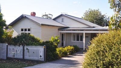 Ingleby Cottage. A comfortable and affordable place to stay in the Yarra Valley.