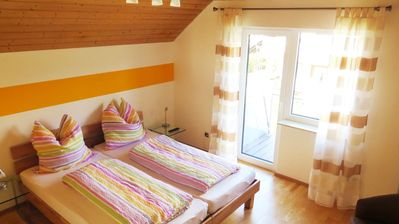 Photo for Gabis Privatzimmer, heimelig in Orsingen Nenzingen, Gelbes Zimmer