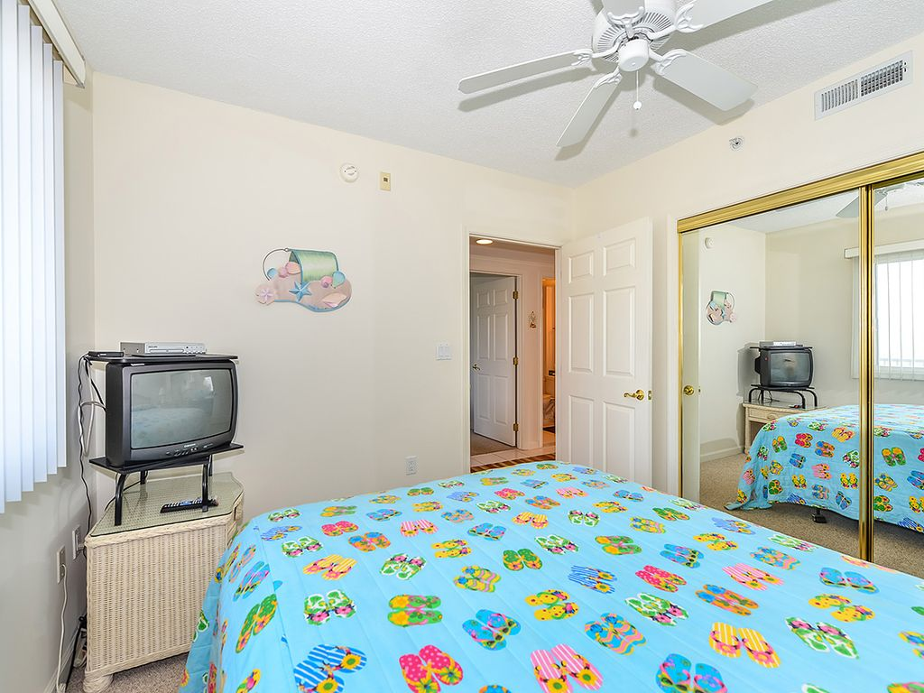 Cozy But Classy 3 Bedroom Ocean Block Condo With Free Wifi And An Outdoor Pool Located Near