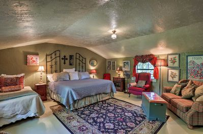 This 1-bedroom, 1-bathroom vacation rental offers plenty of old-world charm.