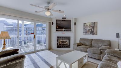 Photo for Parkview Bay Condo Overlooks Pool & Lake, Great Location Near Mall, Free Wi-Fi!