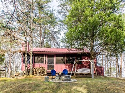 Photo for Charming cabin with screened in porch, located in close proximity to Pigeon Forge.