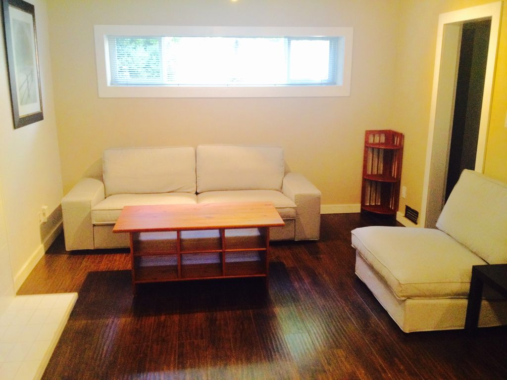 Modern 2 bedroom den and 1 5 bathroom north vancouver for 2 bedroom with den