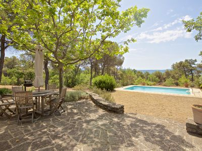 Photo for House with heated pool, quiet, near the village of Roussillon