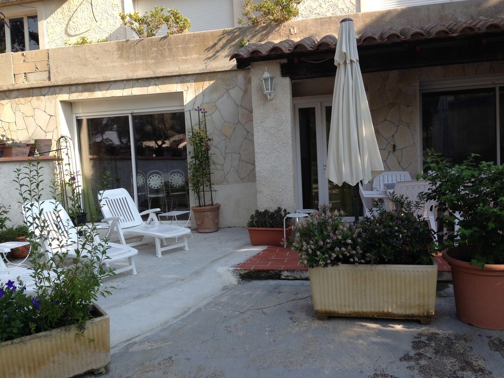 t4 at the foot of garlaban in quiet and gre vrbo. Black Bedroom Furniture Sets. Home Design Ideas