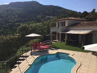 Photo for Villa with pool and magnificent views, 5 minutes walk from La Garde Freinet
