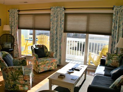 Photo for Bright, sunny, beautifully decorated one-bedroom condo overlooking the pool.