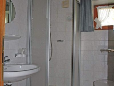 "Photo for Apartment / living room / shower, WC ""2"" - Gästehaus Ursel Matt"