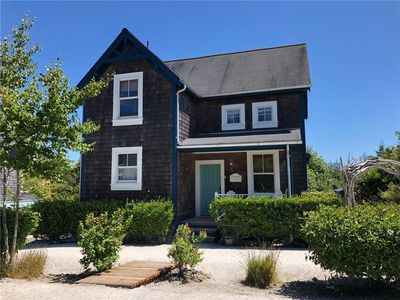 Photo for Capeside Cottage: 3 BR / 2 BA seabrook in Pacific Beach, Sleeps 8