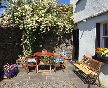 Photo for Secluded accommodation with easy access to village pubs and shops