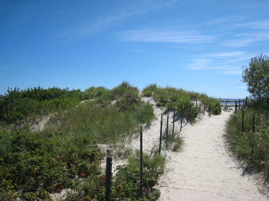 Charming Beach Cottage In Green Harbor Just Steps To The