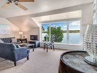 Beautiful home, beautiful view, perfect for large groups.