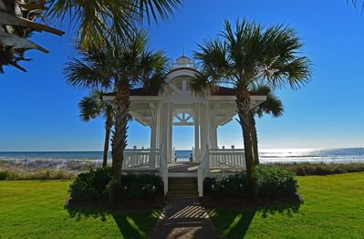 Beach Walkover to over 500' of private beach. You won't be stuck behind a crowd!