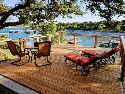 Renovated Lake House Sleeps 11 with boat ramp access....Make Family Memories!!!