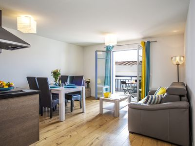 Photo for Charming apartment T2 - 6 persons - 1st line sea - pool - SPA - Parking