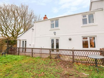 Photo for CROOKED HILL COTTAGE, pet friendly in Ammanford, Ref 977490