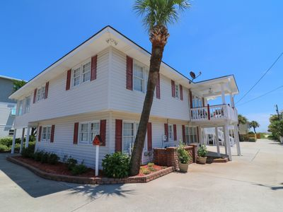 "Photo for Affordable- ""Best 2 Bdrm Vacation Rental on Tybee""! Steps to the beach & pier!"