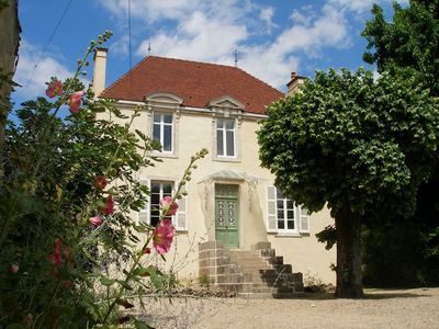 Photo for Former wine domaine with 2500m2 of secluded courtyard/garden, 5 mins from Beaune