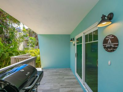 Photo for Tropical Breeze Resort - Full Kitchen and Large Private Balcony. Best Location - 1/2 Block to Siesta Key Beach and Village District. INCLUDED: Daily Housekeeping, Bikes, 2 Pools/1 Spa, Beach Chairs, Beach Towels, WiFi, Parking , Games,