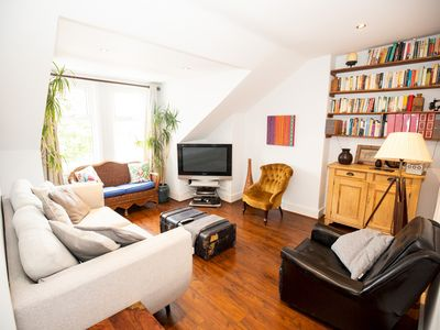 Photo for Bright, Airy Flat with Two Double Bedrooms NW2