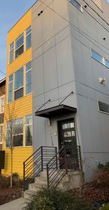 Centrally located Seattle Modern Rooftop Private View Home