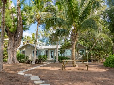 Shady Palms - Genuine Gulf-Front House - Just One Step from Backyard to Beach!