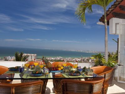 Photo for (CL) 2B/3B, Walk to Beach & Old Town, Spectacular Views, Shared Pool