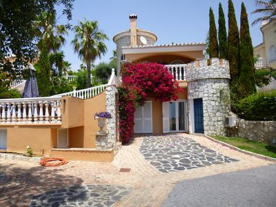 Photo for 4 bedroom villa with heated pool