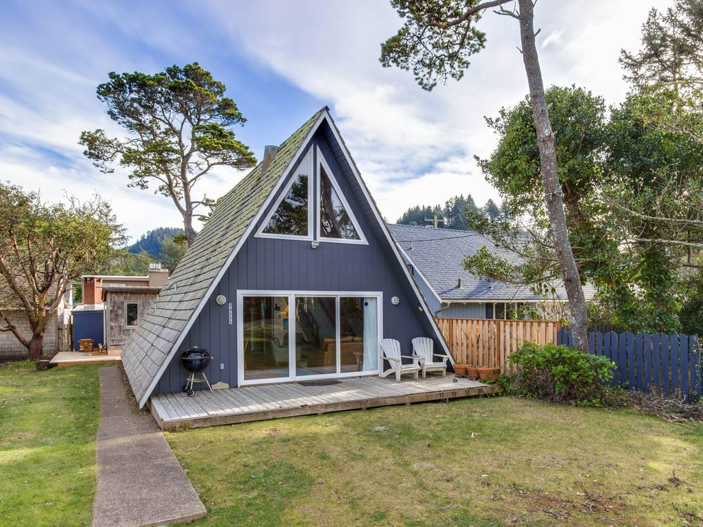 Property Image#1 Quiet, Coastal Cabin Getaway, Less Than A Block From The