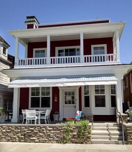 Photo for Balboa Island 'Red House',  A/C, 2 Mstr Br, Dwn Bdrm, Water View