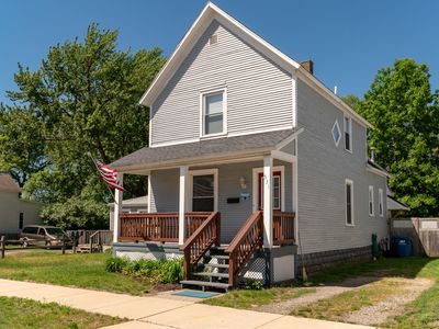 Photo for Madison Breeze: 3 BR Cottage Close to Downtown Grand Haven! (Sleeps 6)