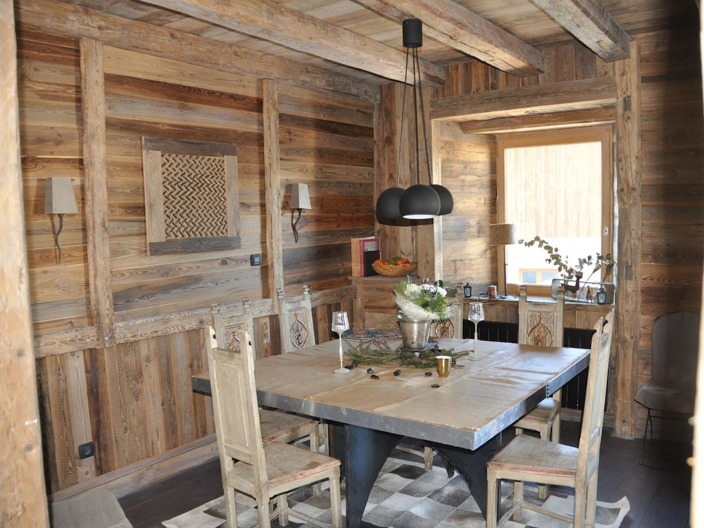 39 les marmottes 39 chalet renovated traditional way for 10 for Amenagement interieur chalet