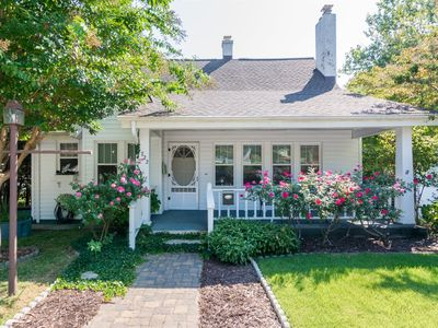 Photo for Cottage - downtown Historic Hendersonville - King Bed - Beautiful inside and out - WIFI-