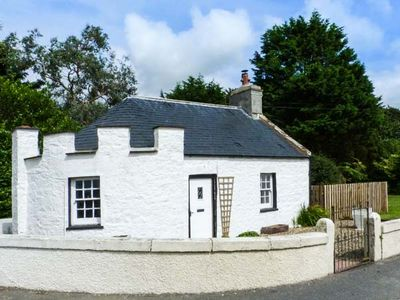 Photo for EAST LODGE, pet friendly, with open fire in Stranraer, Ref 905943