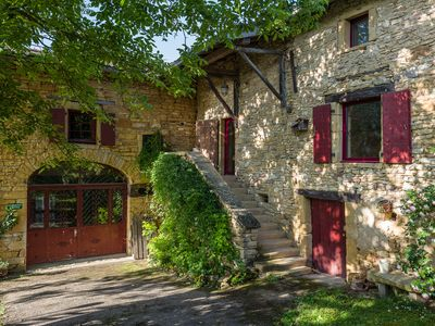 Photo for Charming cottage in golden stones with swimming pool in the heart of Beaujolais