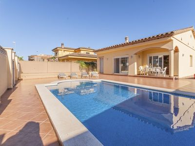 Photo for Beautiful peaceful villa in L'Escala with private pool, 800 m from the beach