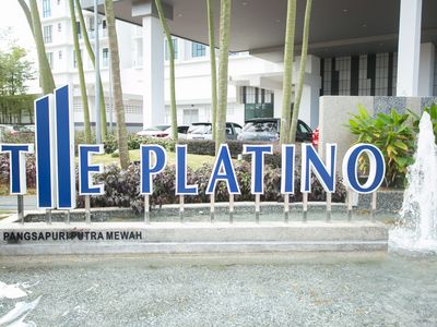 Photo for The Platino @ Paradigm mall Cozy Family Suites 3B-6pax