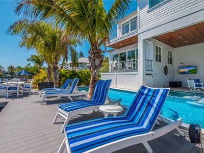 Stunning Bay Front Home with a Private Pool - 5 Min. Walk to the Beach!
