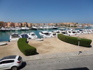 Breathtaking view to yachts and sea, comfortable apartment without extra cost