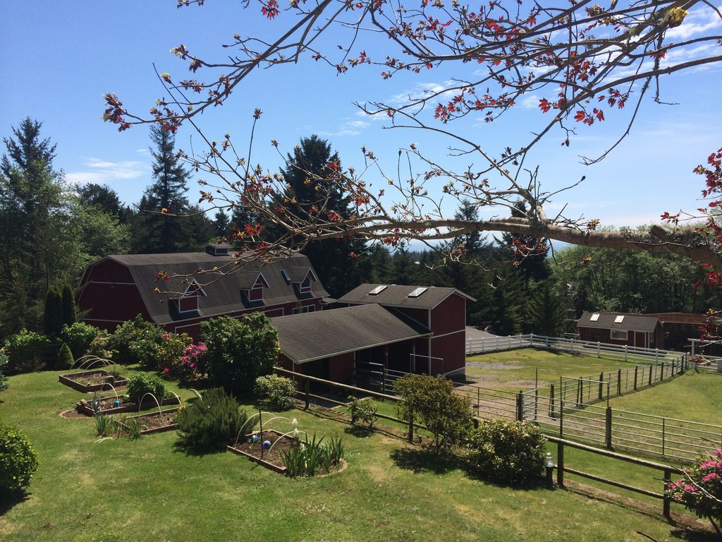 Rainbow rock ranch ocean view secluded and private setting for Cabin rentals brookings oregon