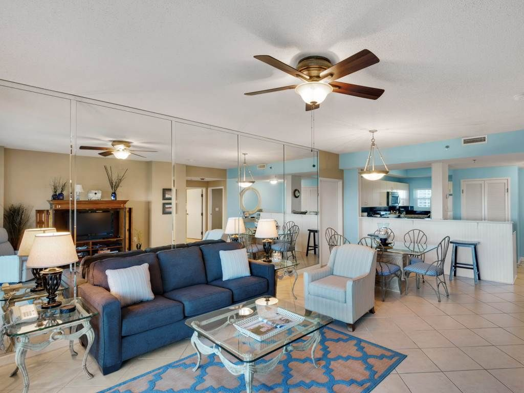 BOOK NOW! Beautiful condo! FREE WI-FI and STEPS to the BEACH!!