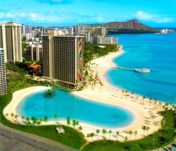 Photo for Hawaiian Village Kalia Tower: Fabulous beach and lagoon!