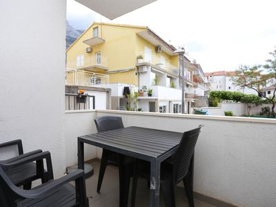 Photo for One bedroom apartment with terrace Makarska (A-16430-a)