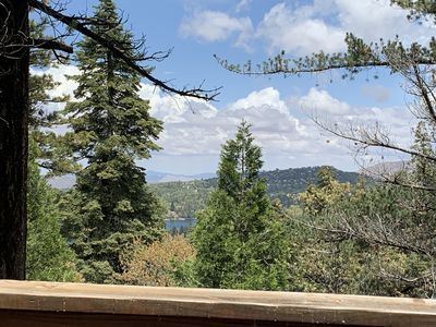 Lake Views- Like living up in the trees! Lake Arrowhead Village 5 min away.