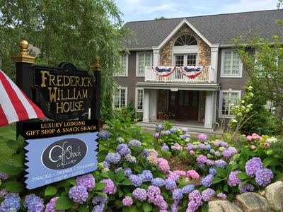 Frederick William House is a 5 bedroom luxury stay on the Shining Sea Bikeway!!