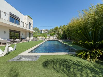 Photo for Magnificent modern villa with pool, close to the sea