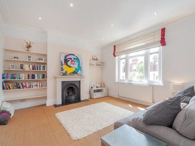 Photo for Chic 2bed apartment 5 mins to West Hampstead tube