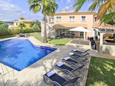 Photo for Dream villa with pool, outdoor kitchen, in a prime location near Port Adriano