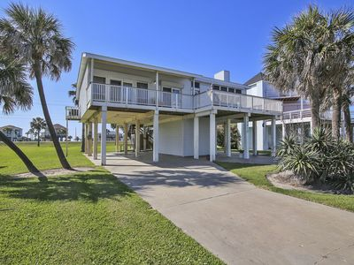 Photo for Gorgeous Beach view from this 3/2 house 2nd row, sleeps 10!
